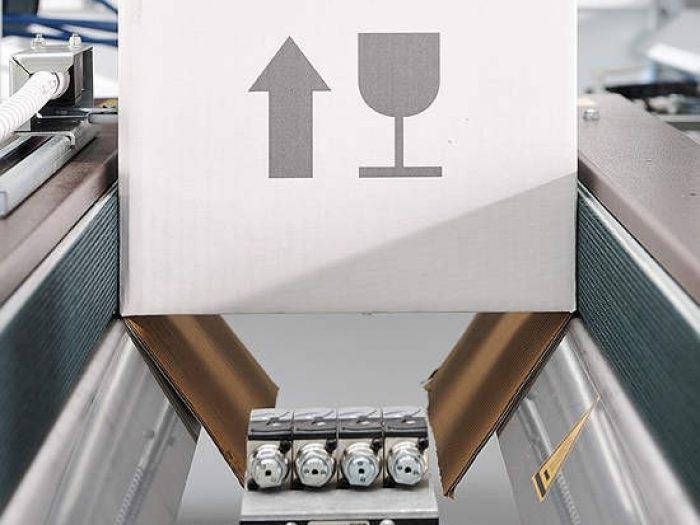 kutija-sa-oznakom-lomljivo-700x525